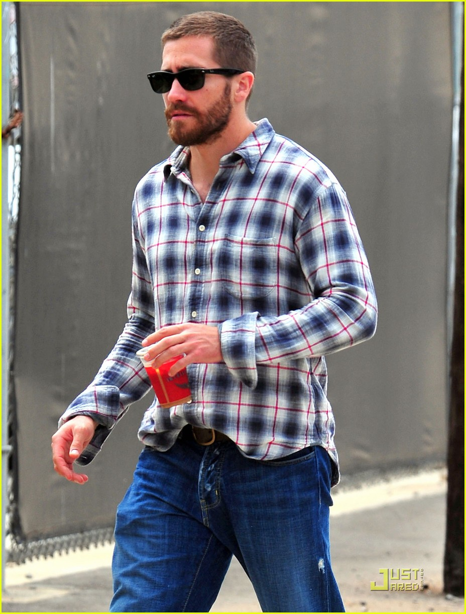 jake gyllenhaal lunches with peter sarsgaard 022551889