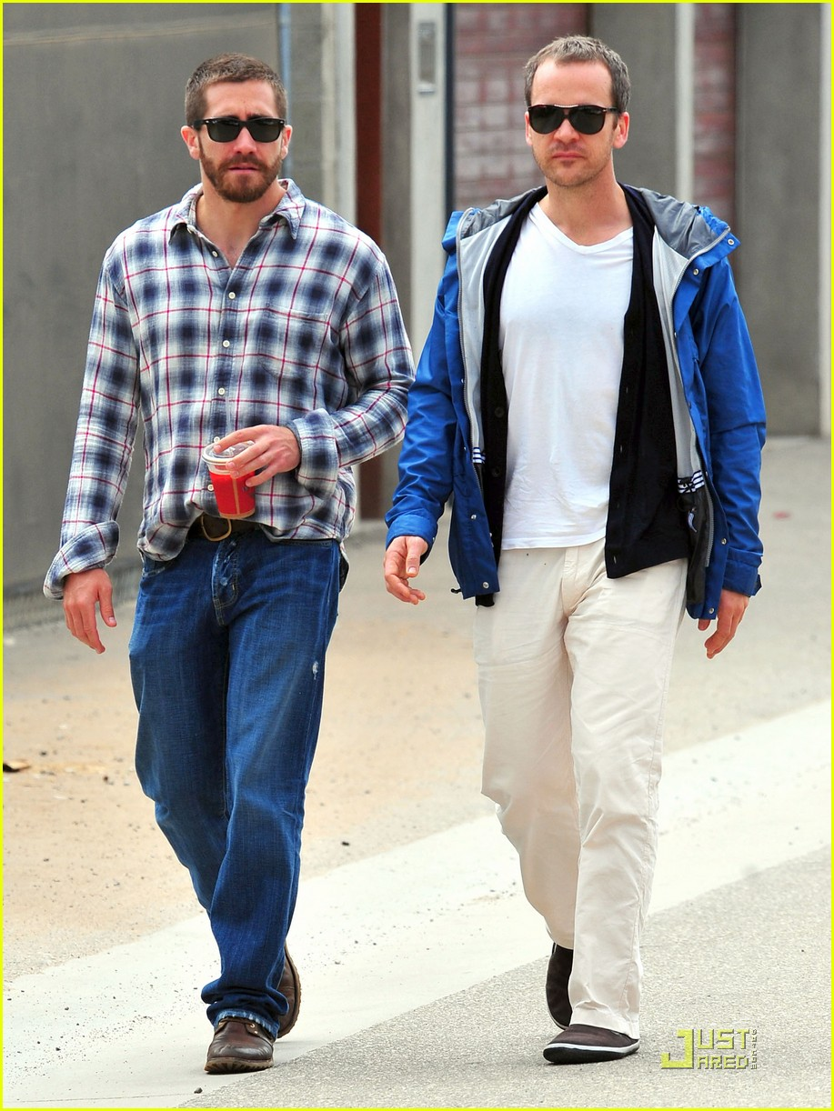 jake gyllenhaal lunches with peter sarsgaard 032551890