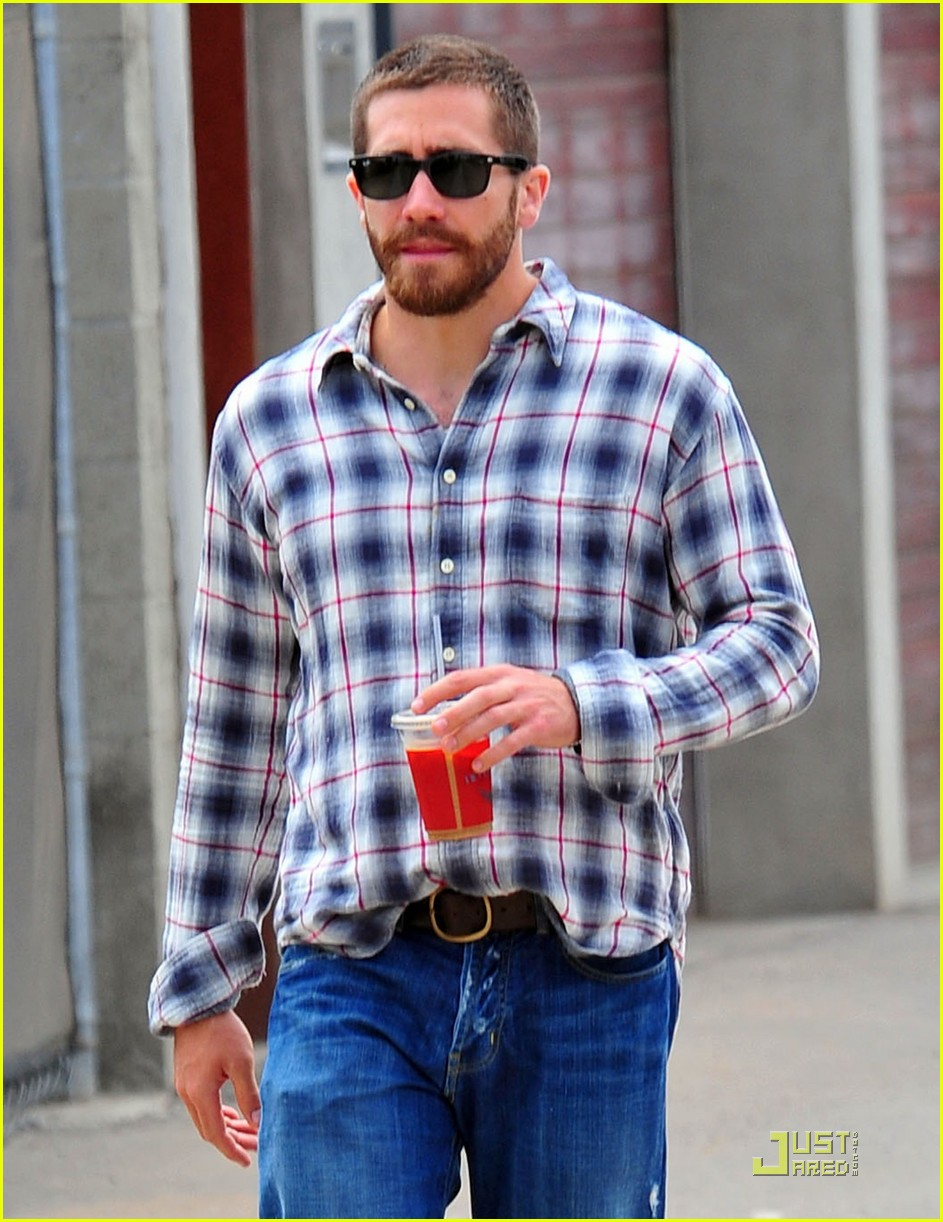 jake gyllenhaal lunches with peter sarsgaard 042551891