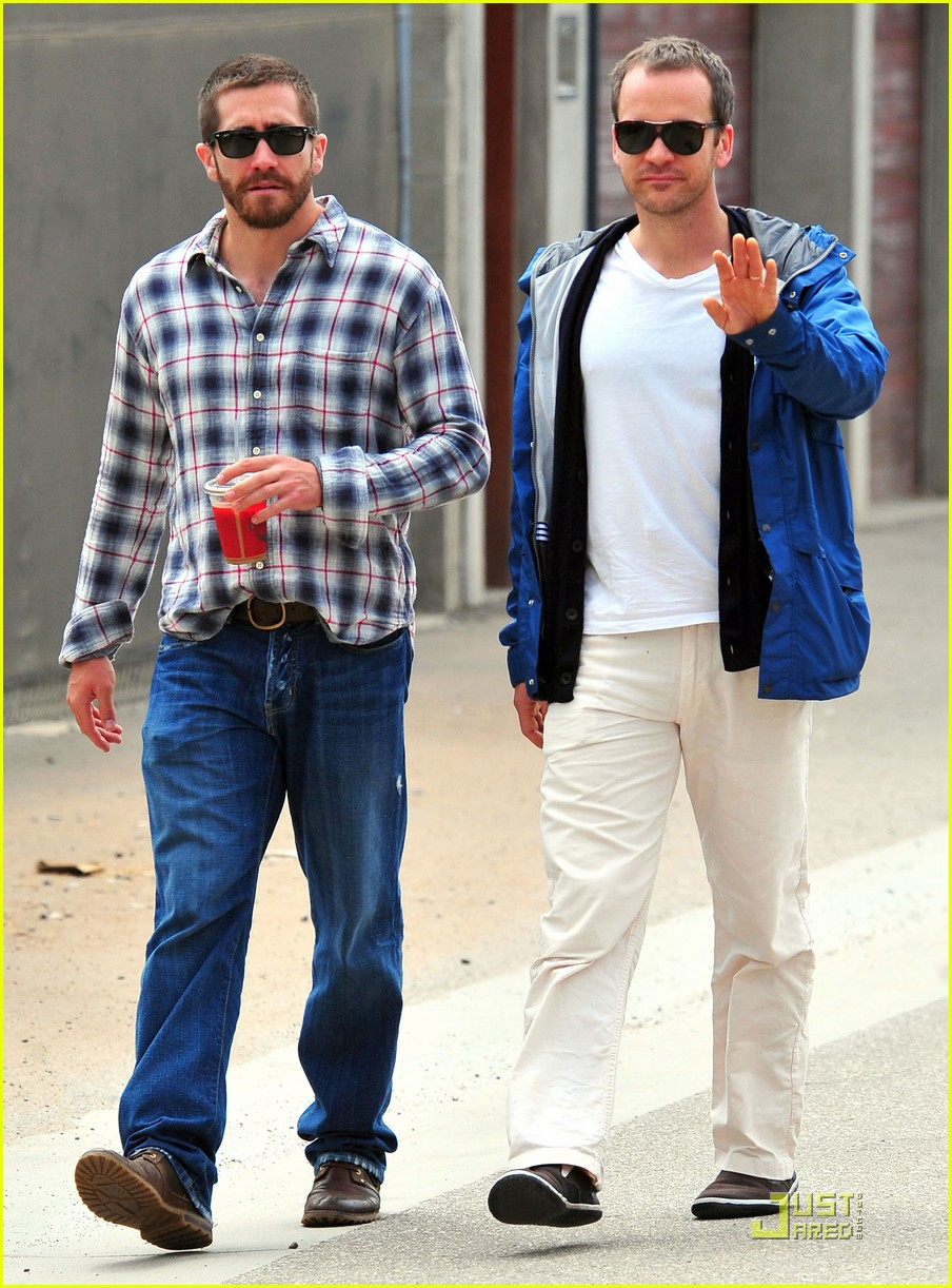 jake gyllenhaal lunches with peter sarsgaard 052551892