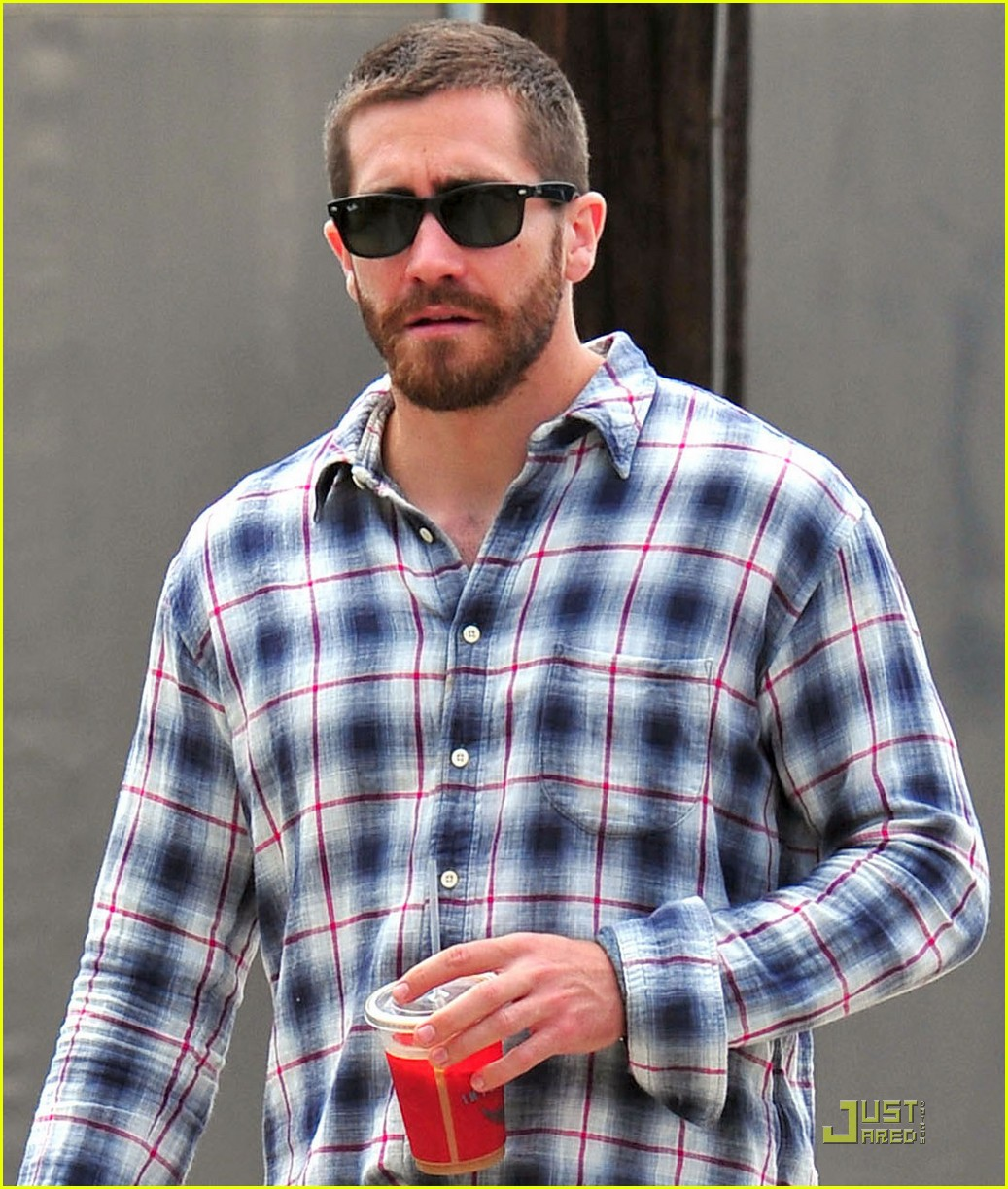 jake gyllenhaal lunches with peter sarsgaard 062551893