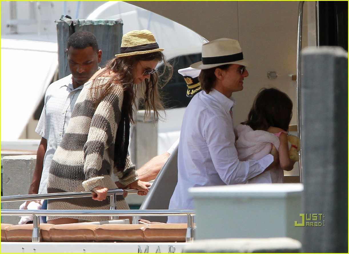 katie holmes tom suri family day coffee 17