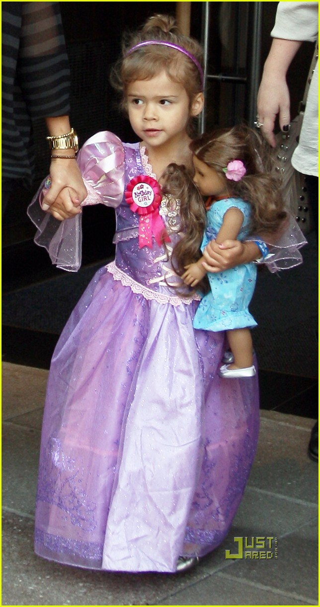 honor warren jessica alba birthday princess 042550407