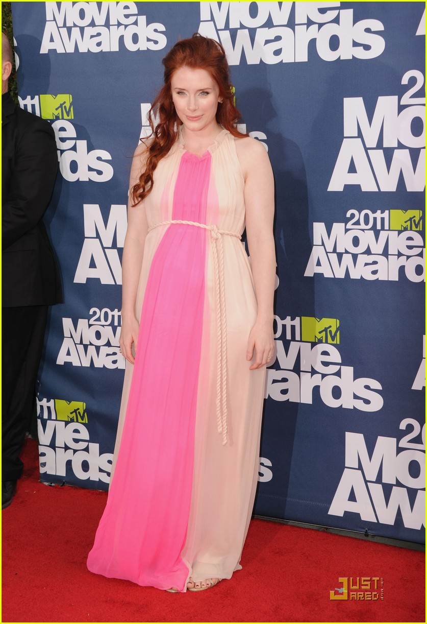 bryce dallas howard julia jones mtv movie awards 2011 012549866