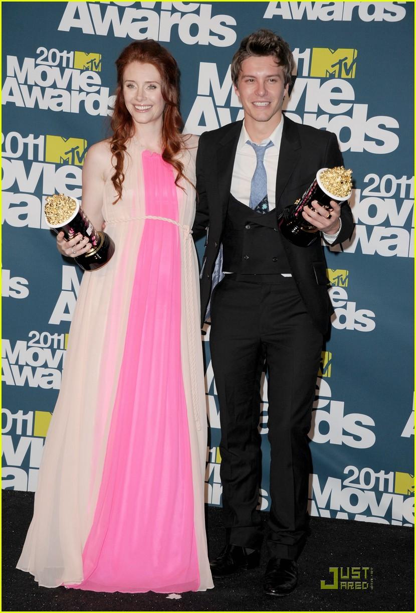 bryce dallas howard julia jones mtv movie awards 2011 022549867