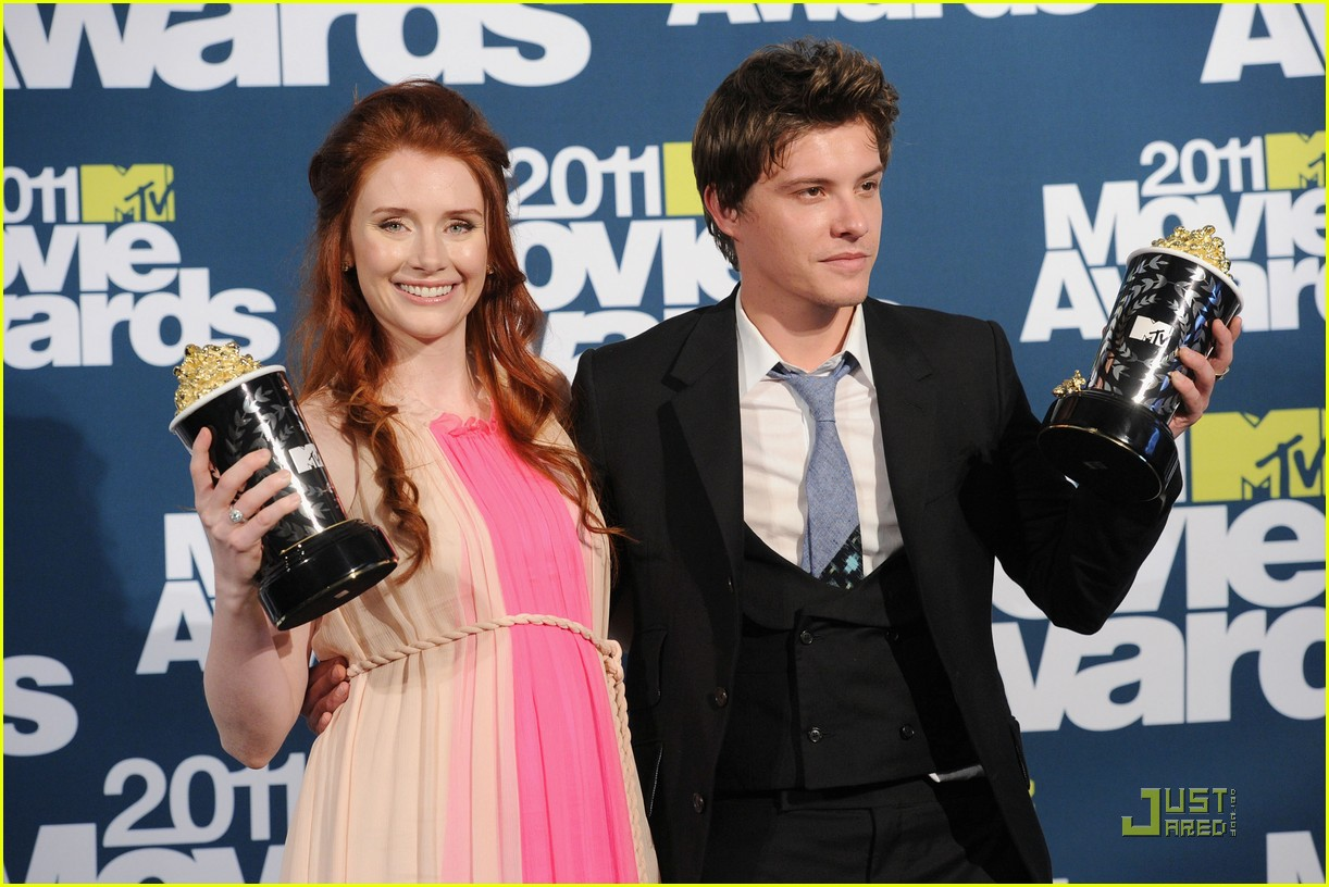 bryce dallas howard julia jones mtv movie awards 2011 03