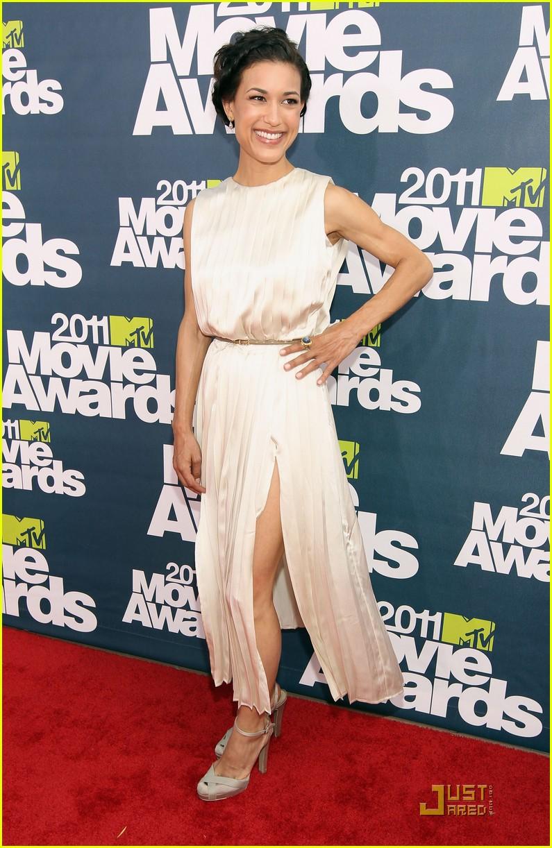 bryce dallas howard julia jones mtv movie awards 2011 102549875