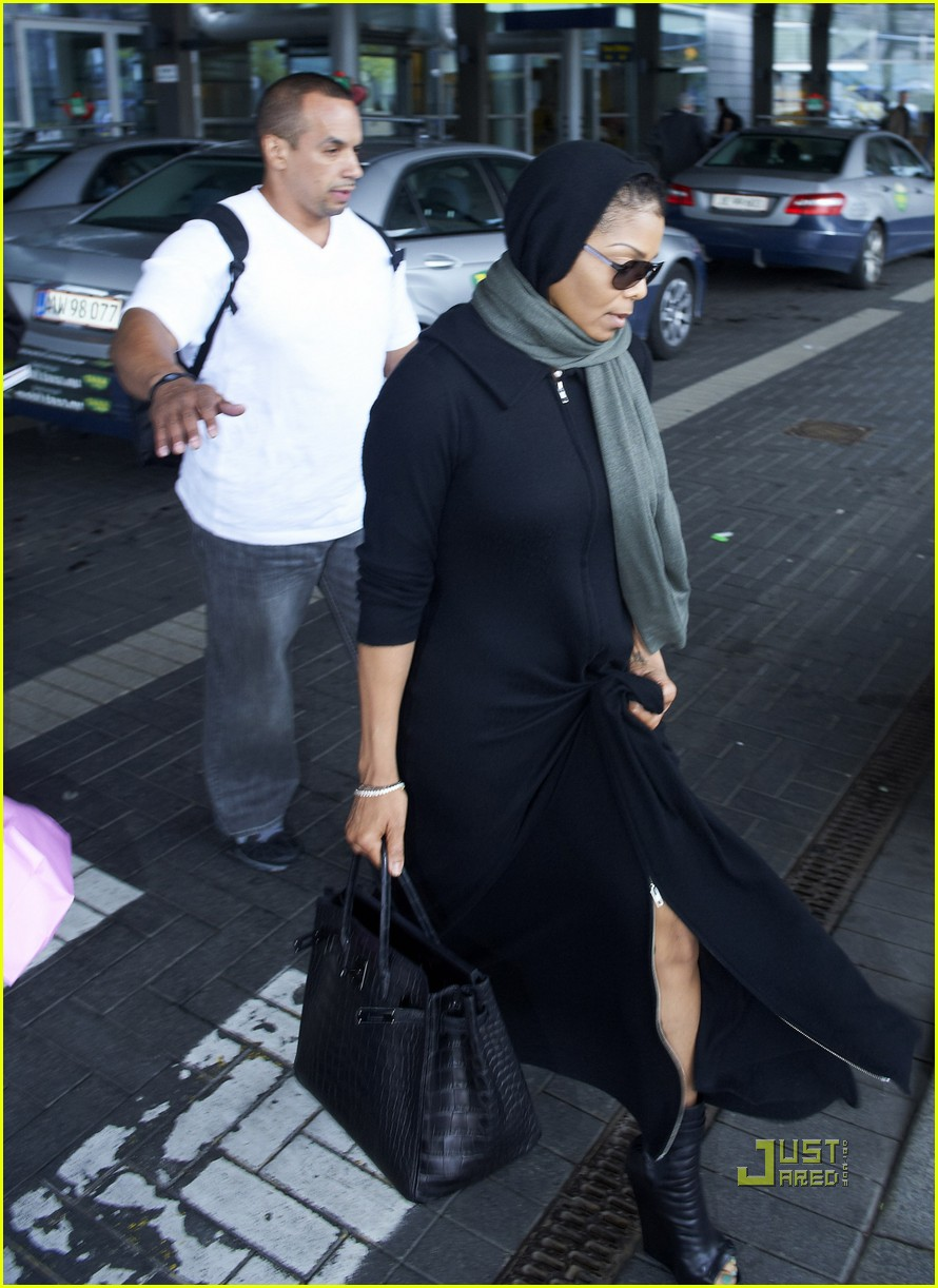 janet jackson copenhagen airport 05