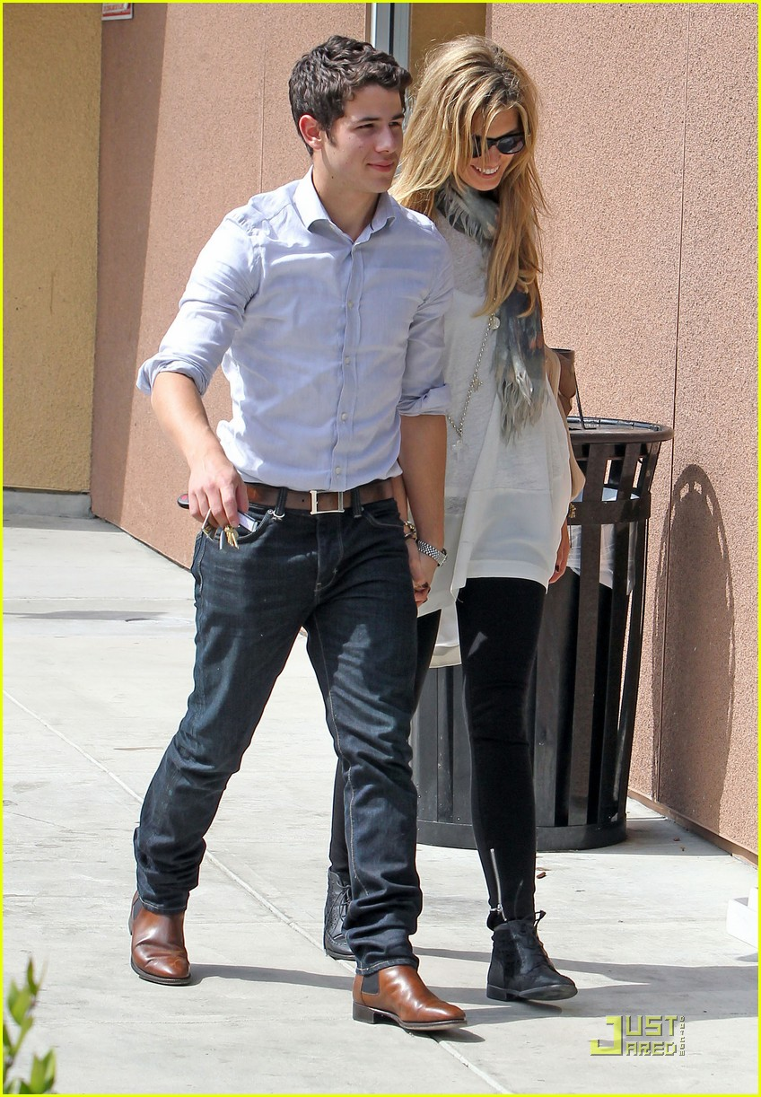 nick jonas delta goodrem holding hands 09