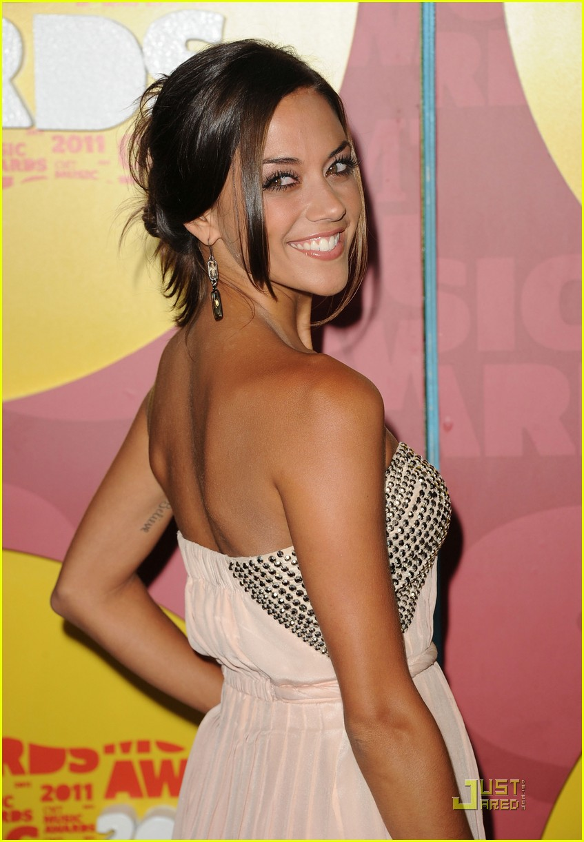 jana kramer hayley williams cmt awards 022550698