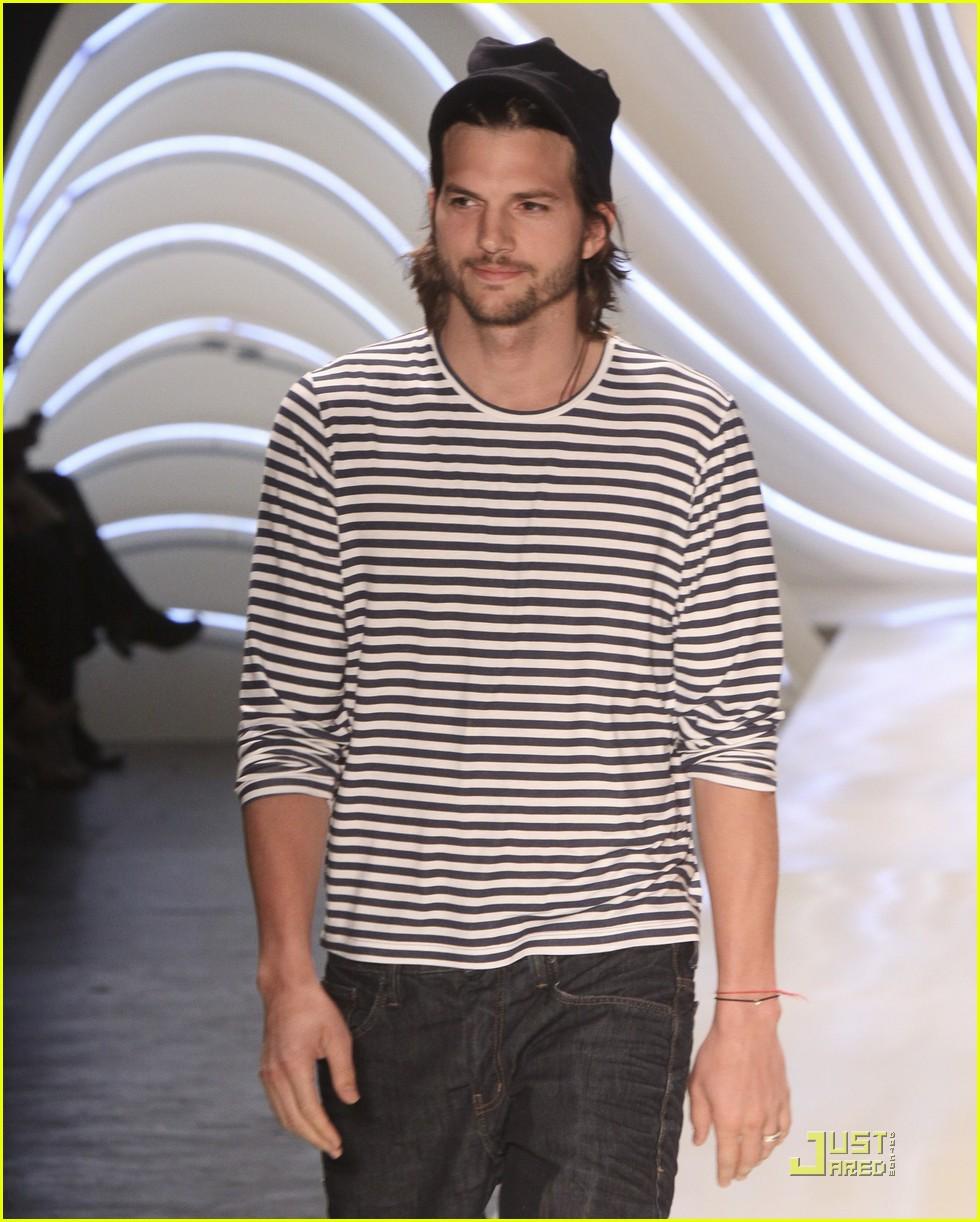 ashton kutcher alessendra ambrosio colcci fashion show 012553277