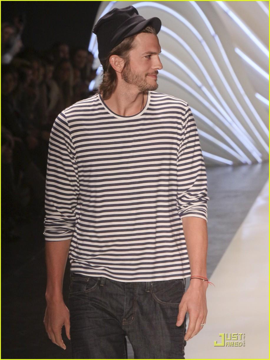 ashton kutcher alessendra ambrosio colcci fashion show 02