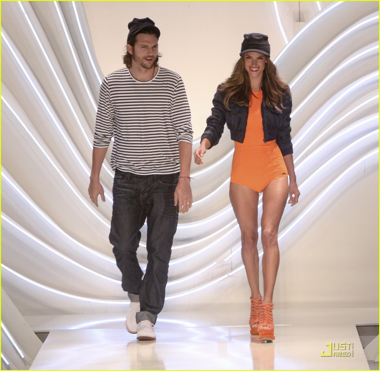 ashton kutcher alessendra ambrosio colcci fashion show 04