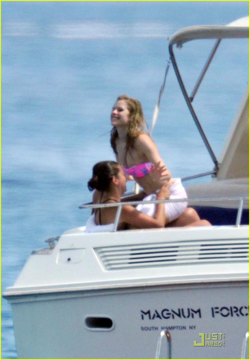 avril lavigne bikini boat time 042554538
