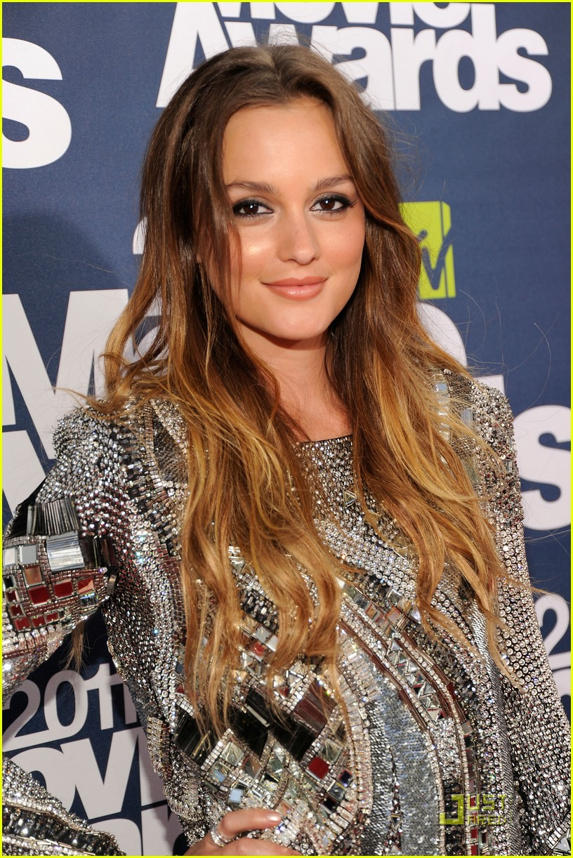 Leighton Meester - MTV Movie Awards 2011 Red Carpet
