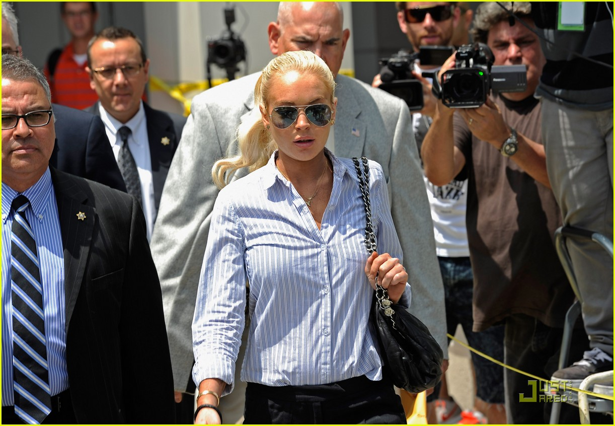 lindsay lohan not going back to jail 02