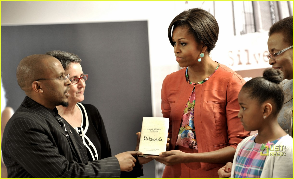 michelle obama push up south africa 062554853