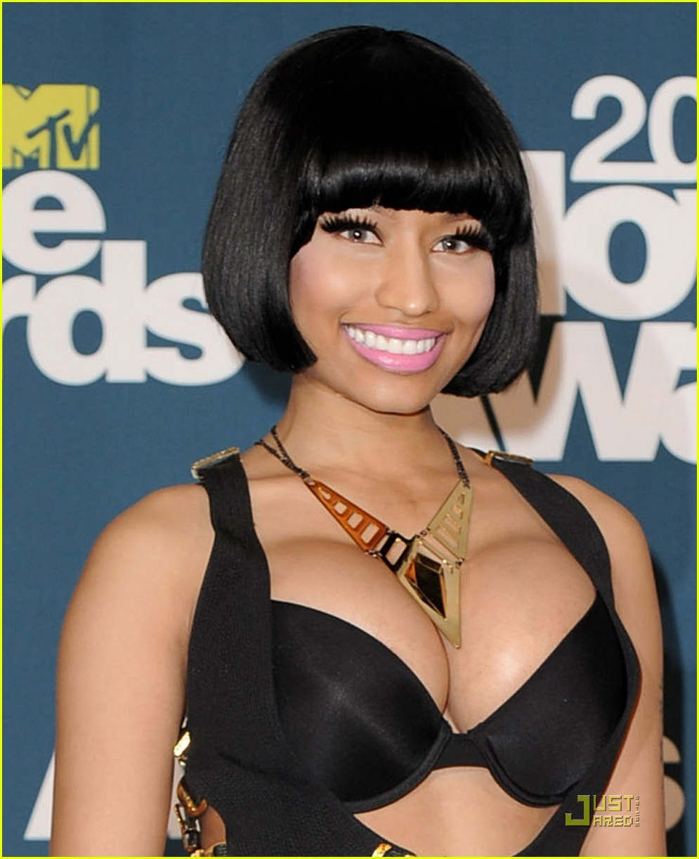 nicki minaj mtv movie awards with ashton kutcher 022549856