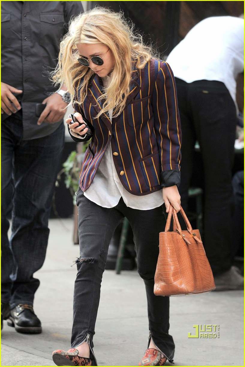 mary kate olsen striped blazer late lunch 01