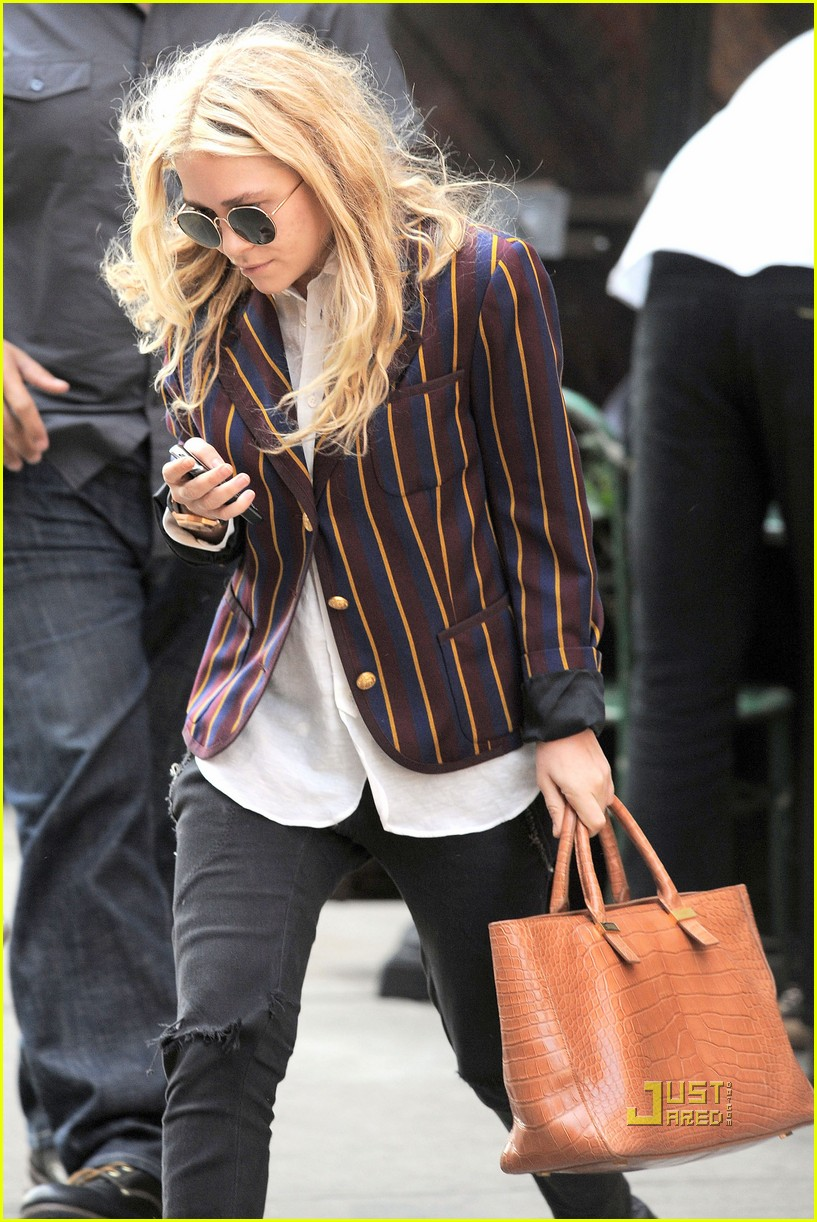 mary kate olsen striped blazer late lunch 03