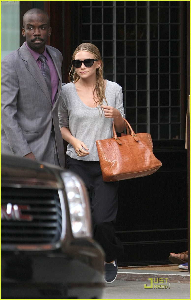 mary kate ashley olsen busy day in new york 01