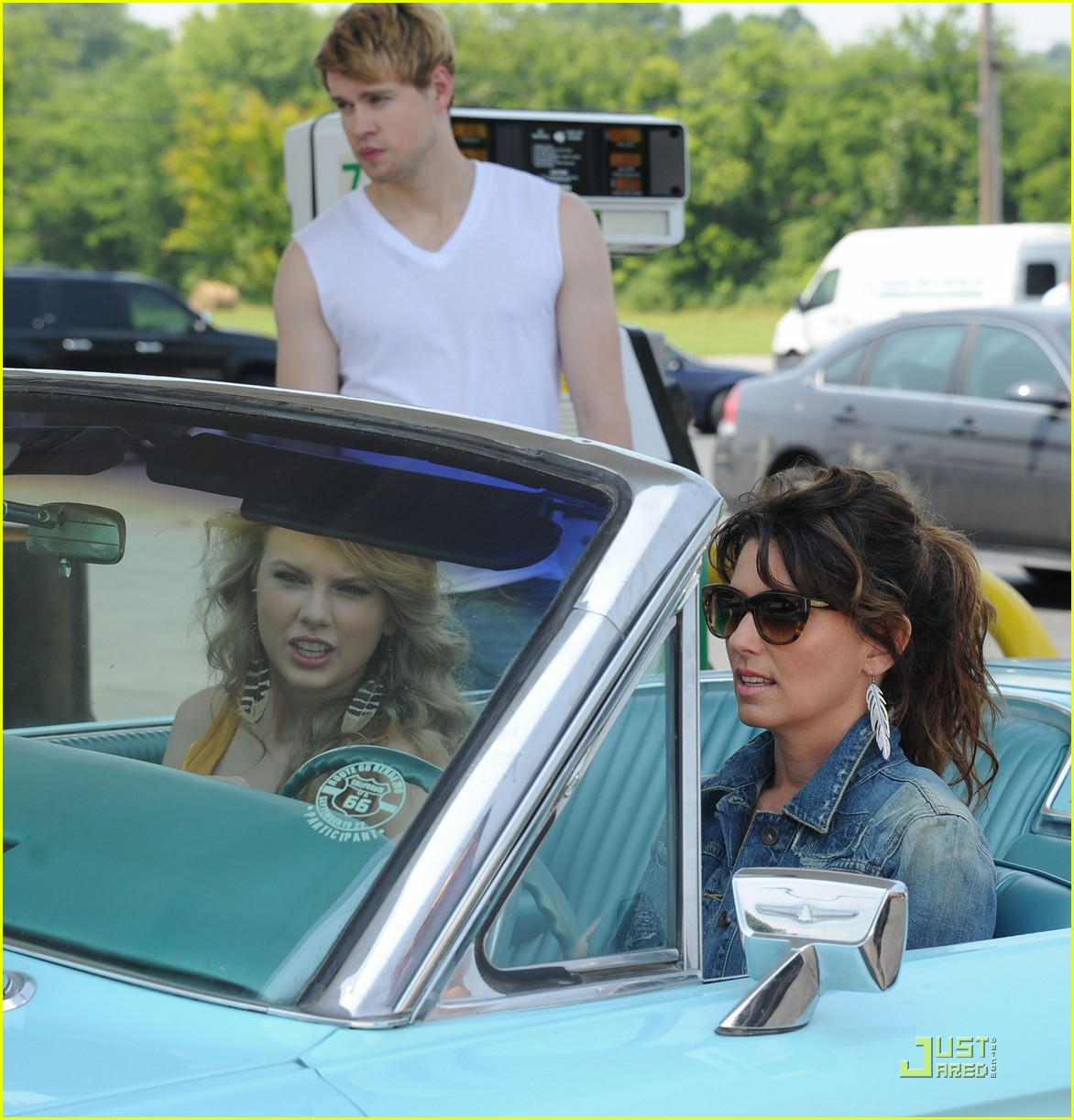 chord overstreet is brad pitt in thelma and louise spoof 05