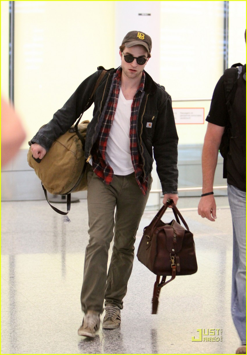 robert pattinson talks breaking dawn wedding scene 012550717