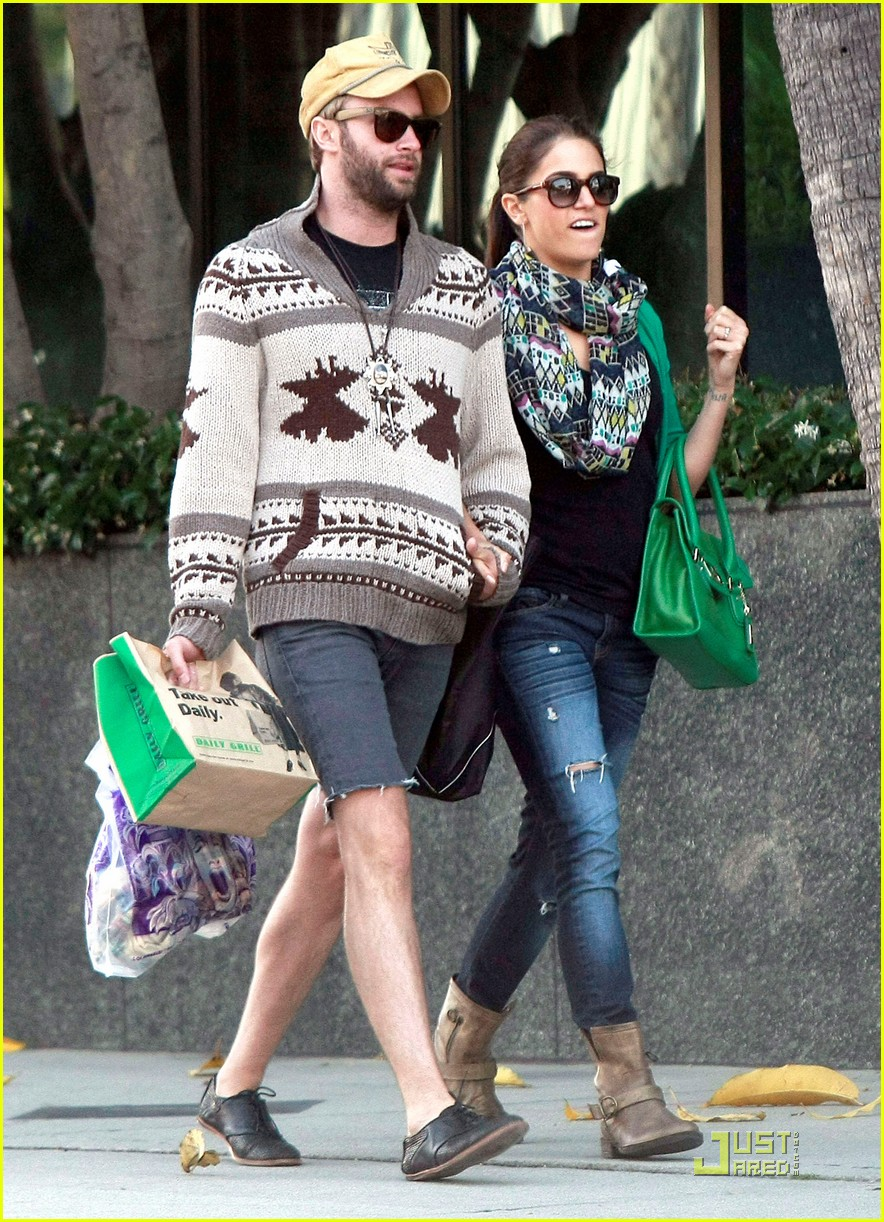 nikki reed paul mcdonald holding hands in hollywood 042551569