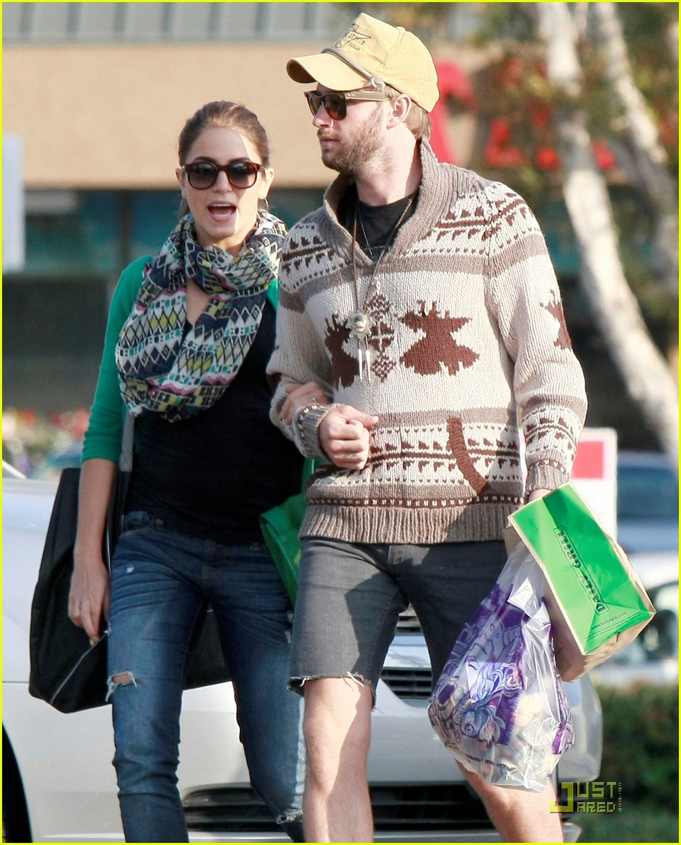 nikki reed paul mcdonald holding hands in hollywood 082551573