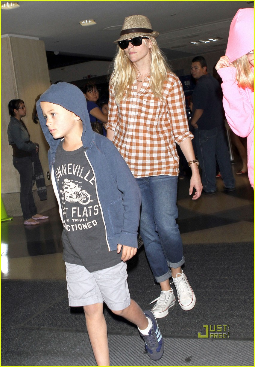 reese witherspoon deacon ava jim toth lax 042555850