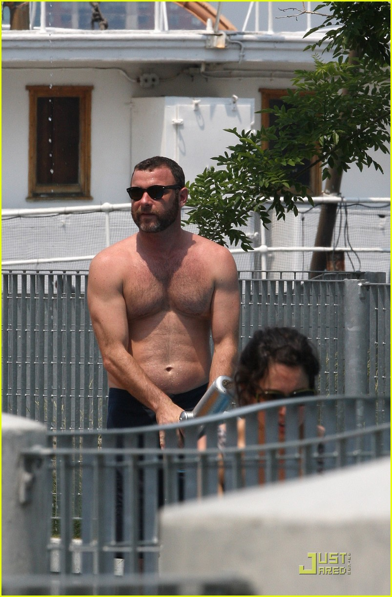 liev schreiber shirtless water park 01