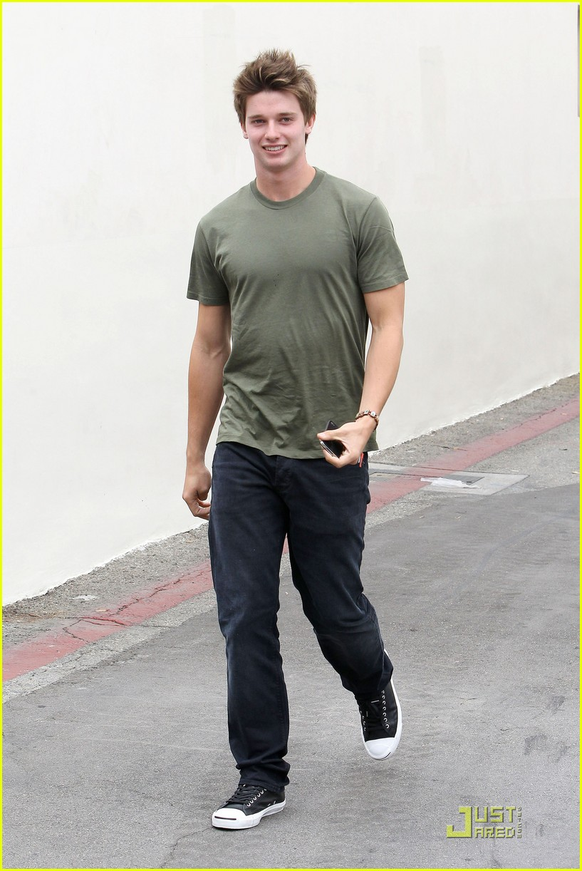 patrick schwarzenegger out lunch 07
