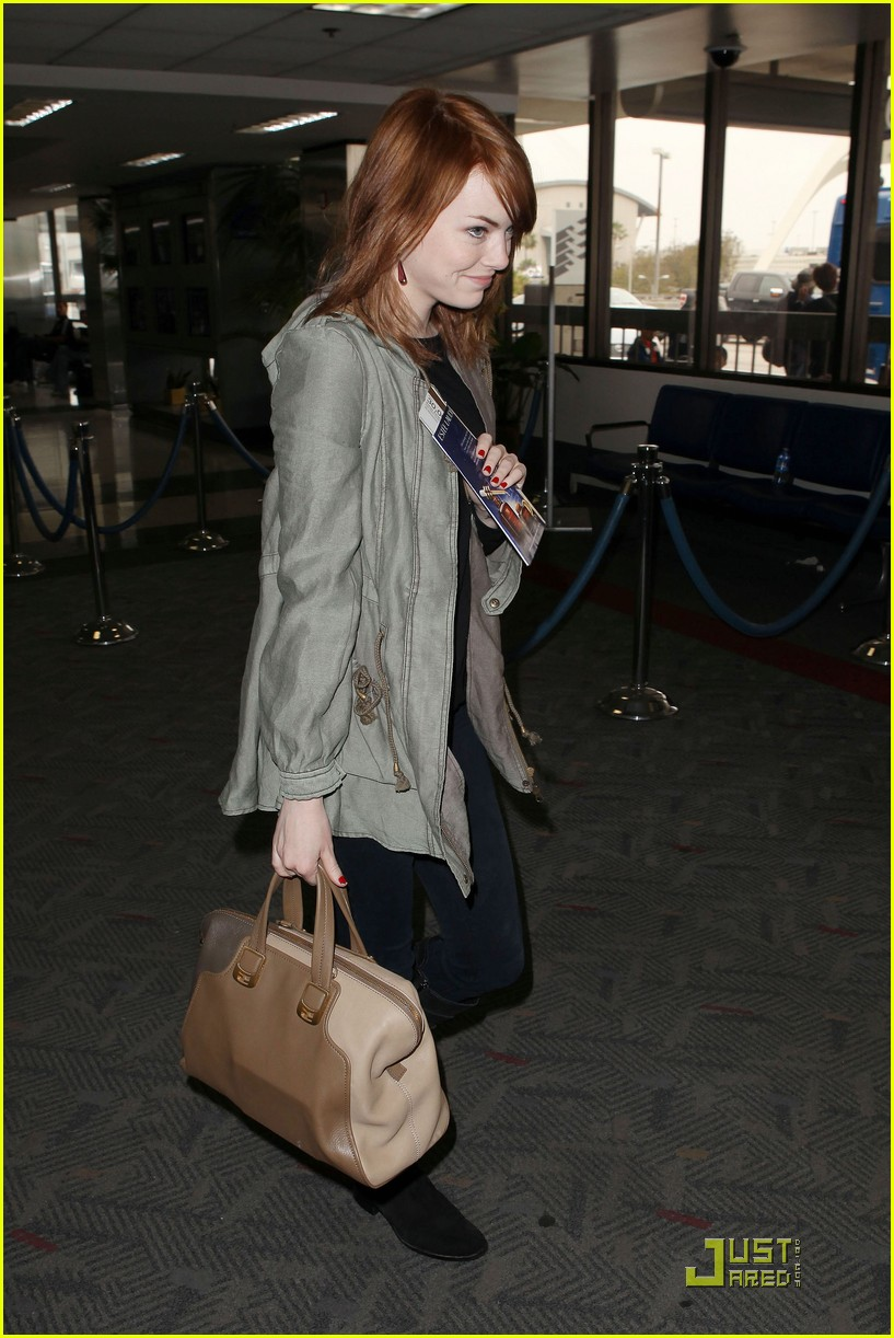 emma stone leaves los angeles 06