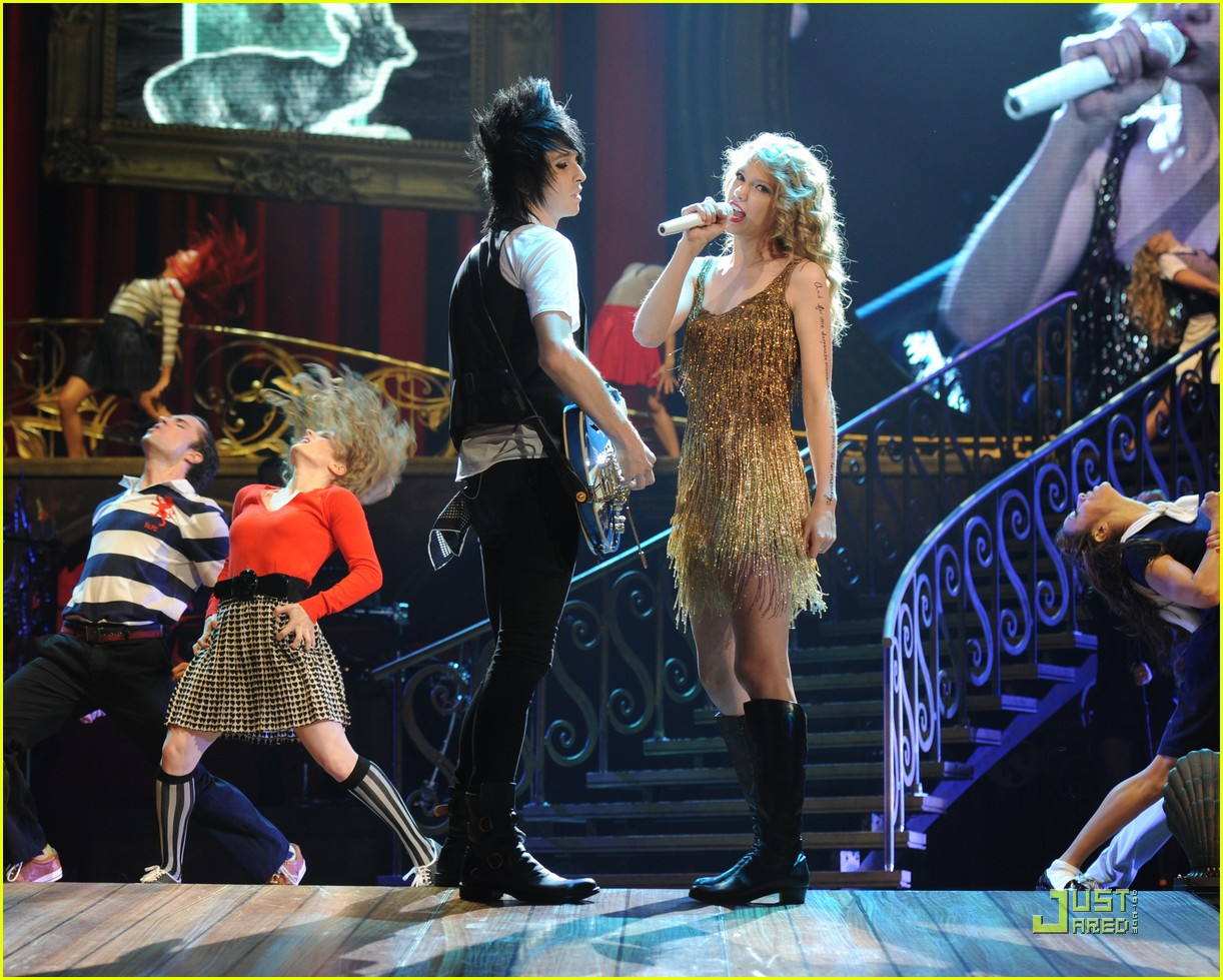 taylor swift discovers columbus 022550567