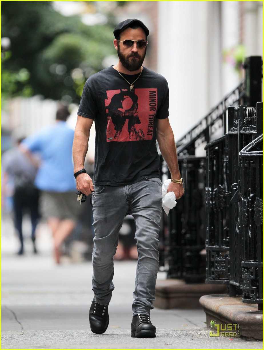justin theroux nyc walk 04