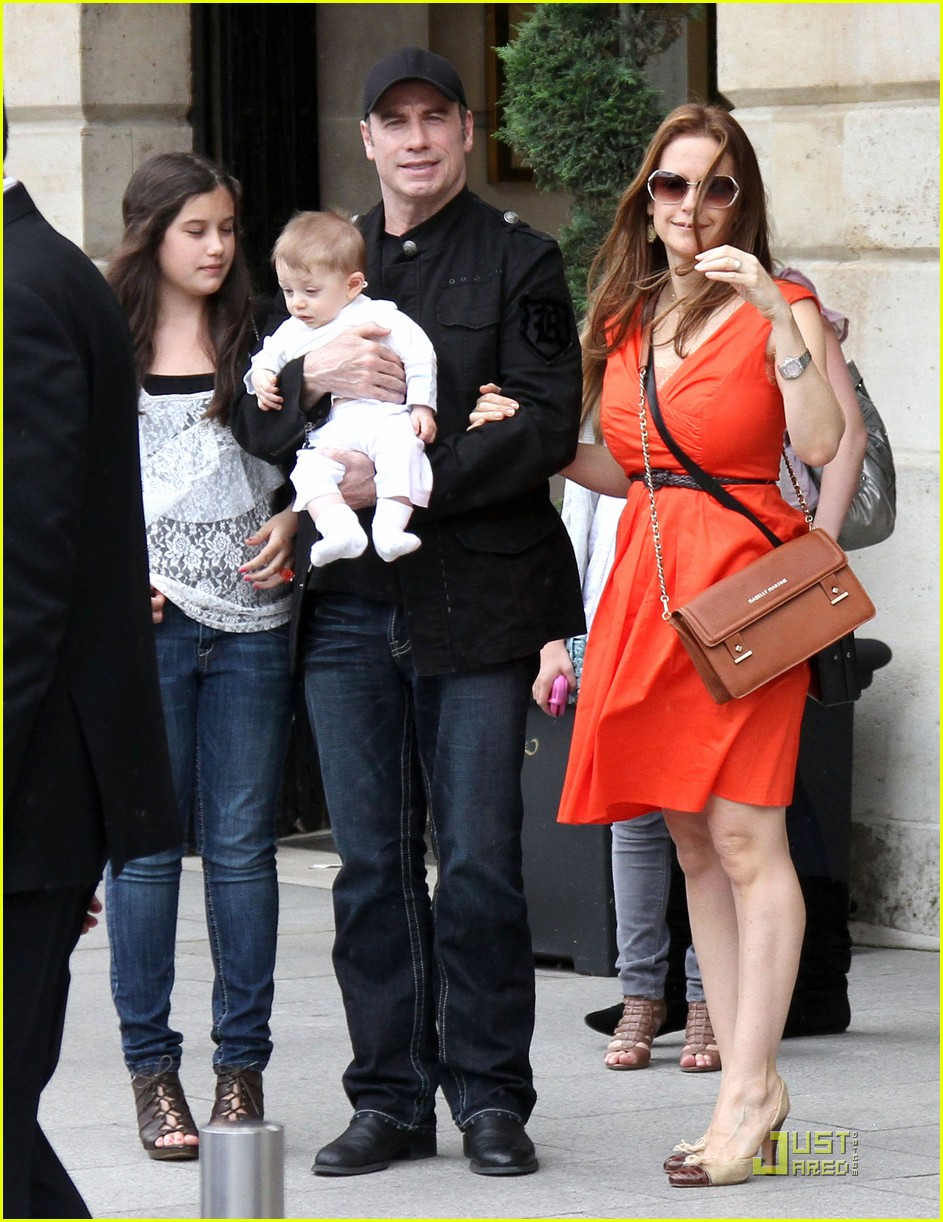 john travolta kelly preston paris with the kids 012555448