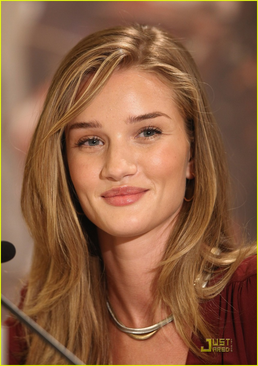 rosie huntington whiteley shia labeouf transformers berlin press conference 022555388