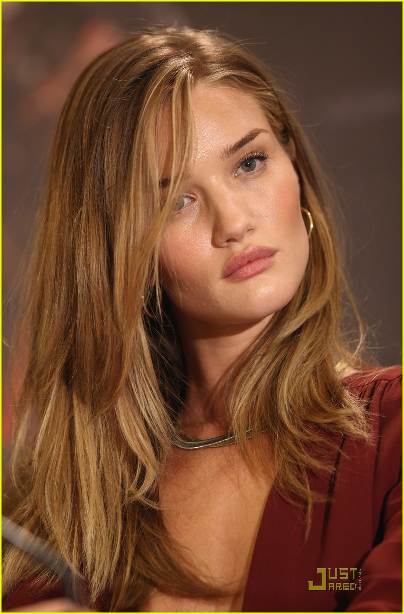 rosie huntington whiteley shia labeouf transformers berlin press conference 092555395