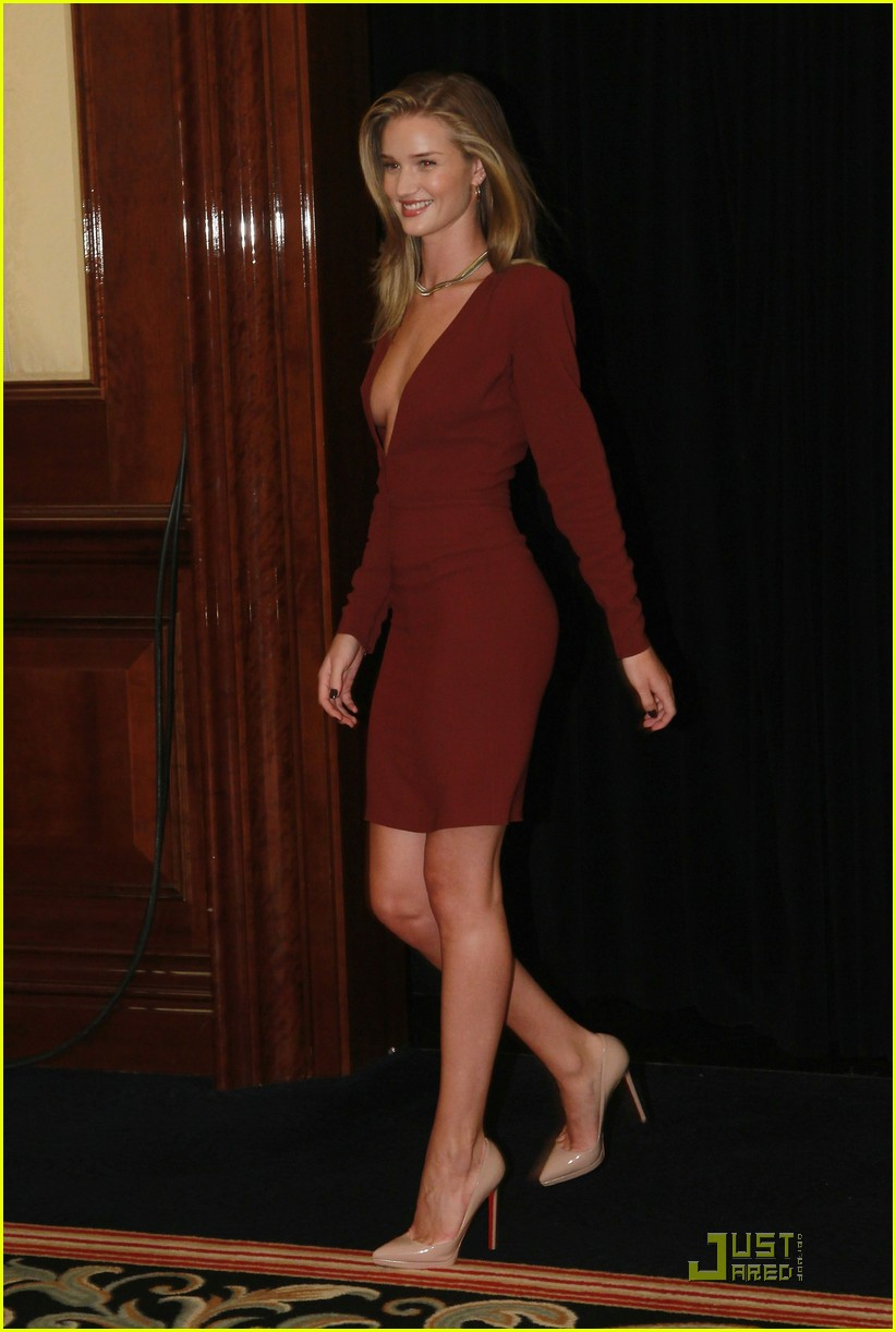 rosie huntington whiteley shia labeouf transformers berlin press conference 11