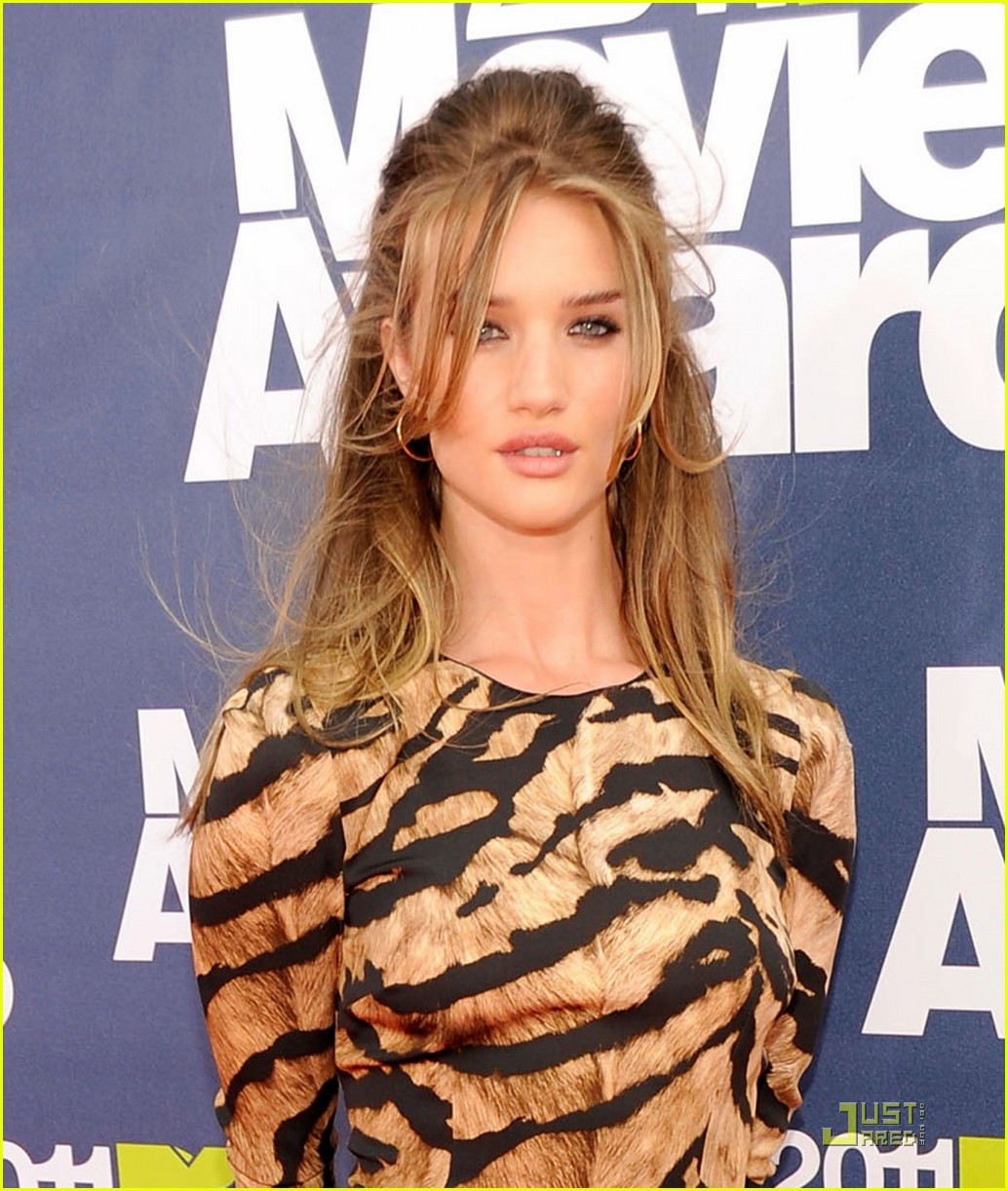 rosie huntington whiteley mtv movie awards 2011 02