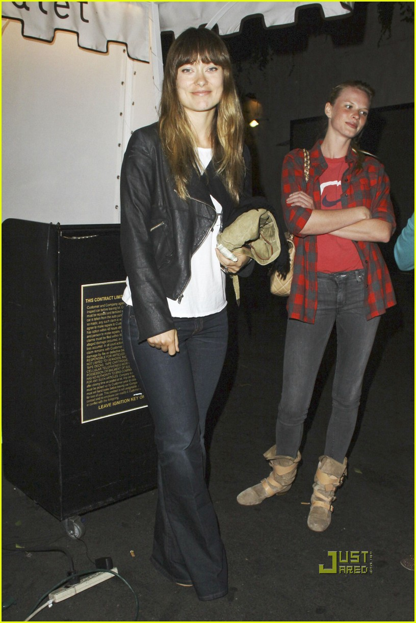 olivia wilde fresh faced party 03