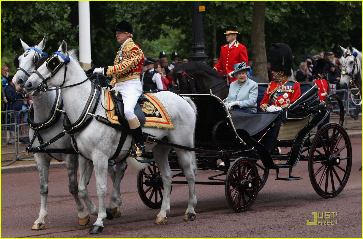 prince william kate middleton troopping colour 15