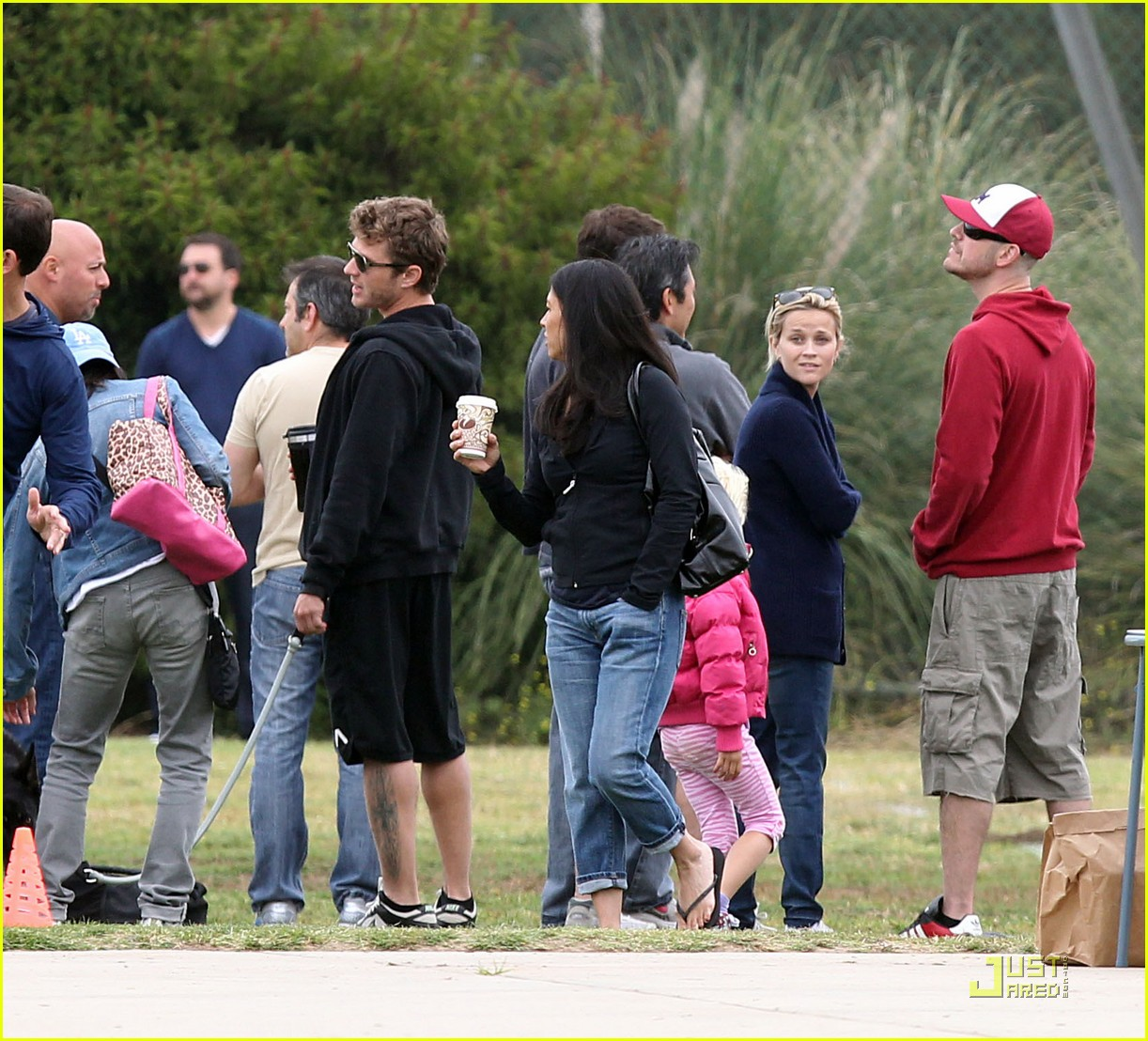 reese witherspoon deacons soccer game with ryan phillippe 032551639