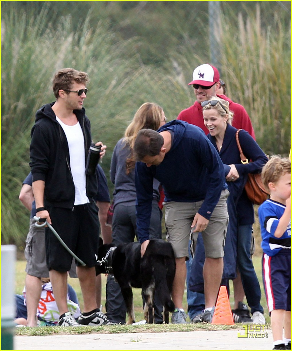reese witherspoon deacons soccer game with ryan phillippe 05