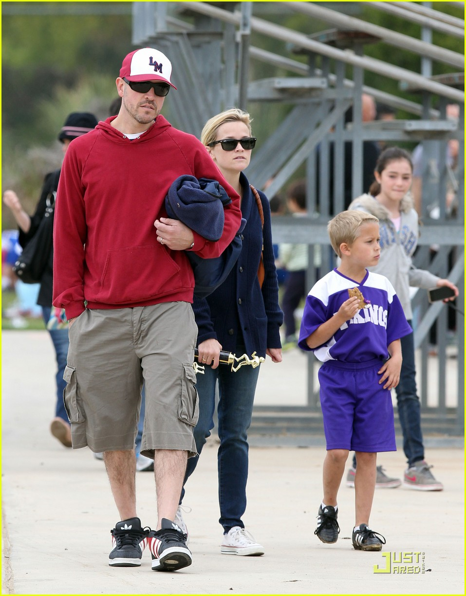 reese witherspoon deacons soccer game with ryan phillippe 092551645