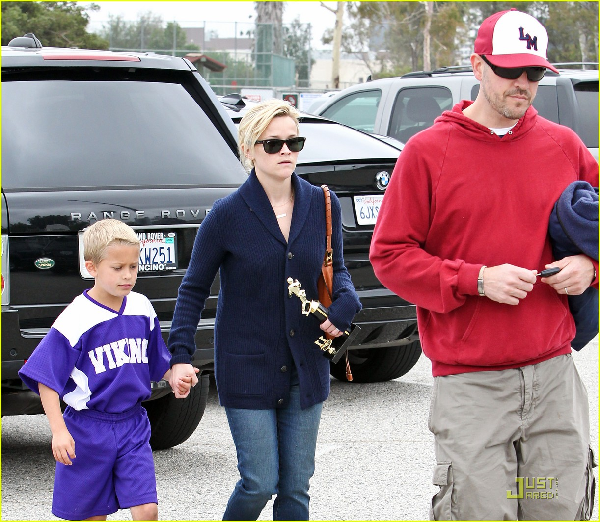reese witherspoon deacons soccer game with ryan phillippe 132551649