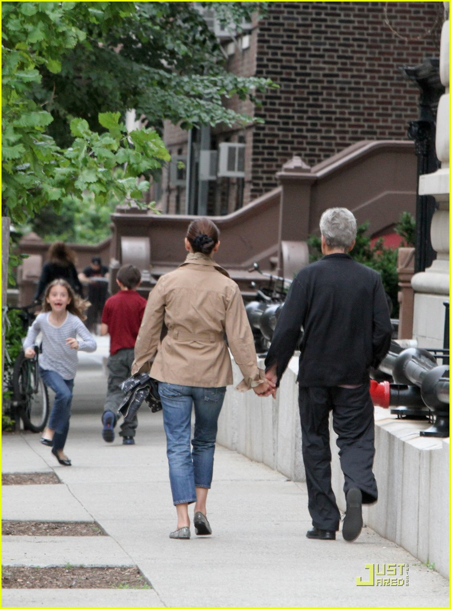 catherine zeta jones michael douglas family stroll 06