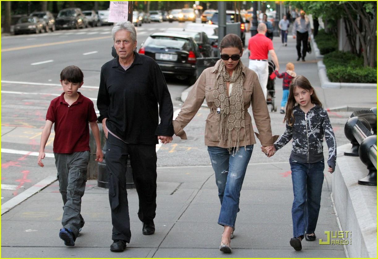 catherine zeta jones michael douglas family stroll 092552721