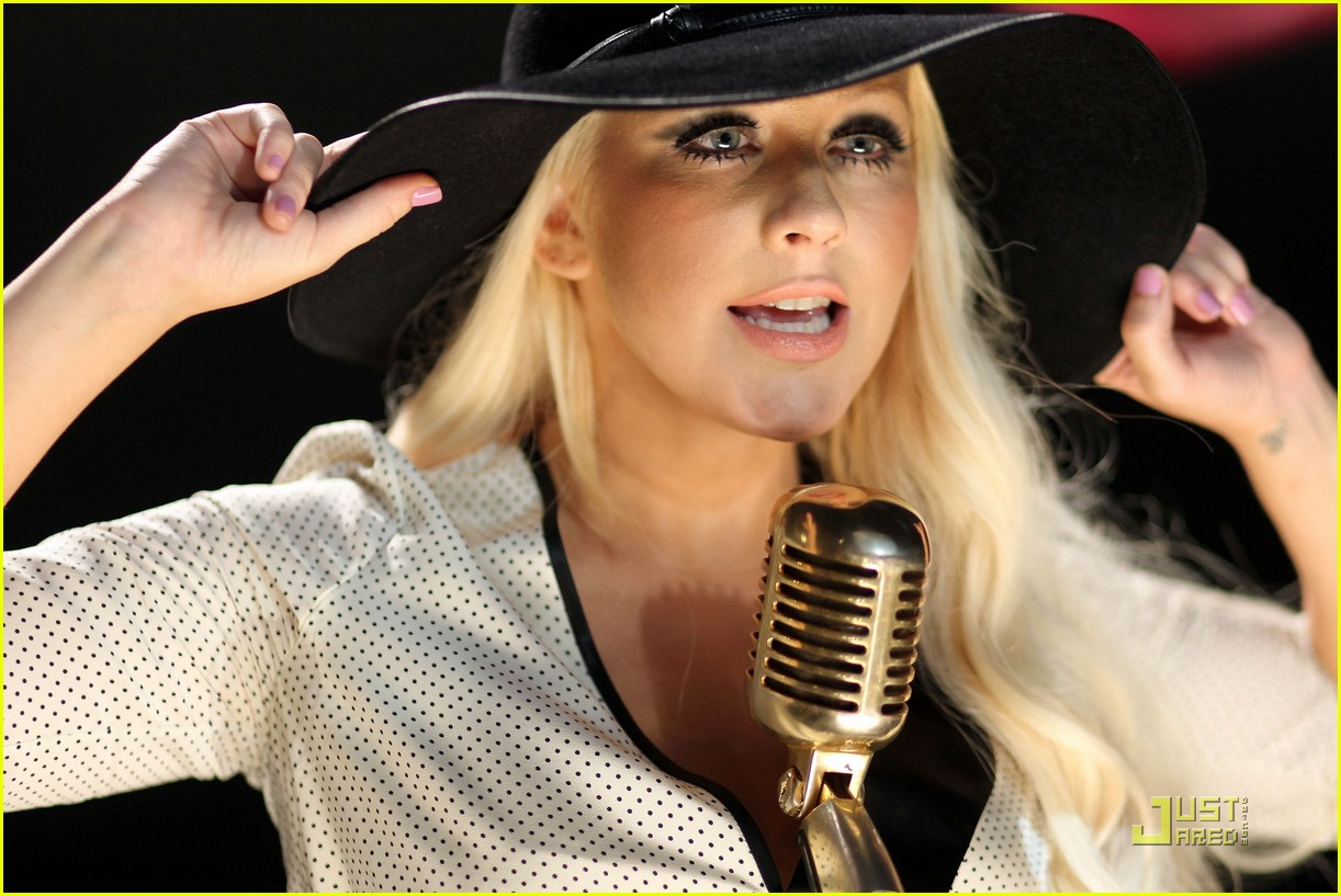 christina aguilera moves like jagger video shoot with adam levine 03