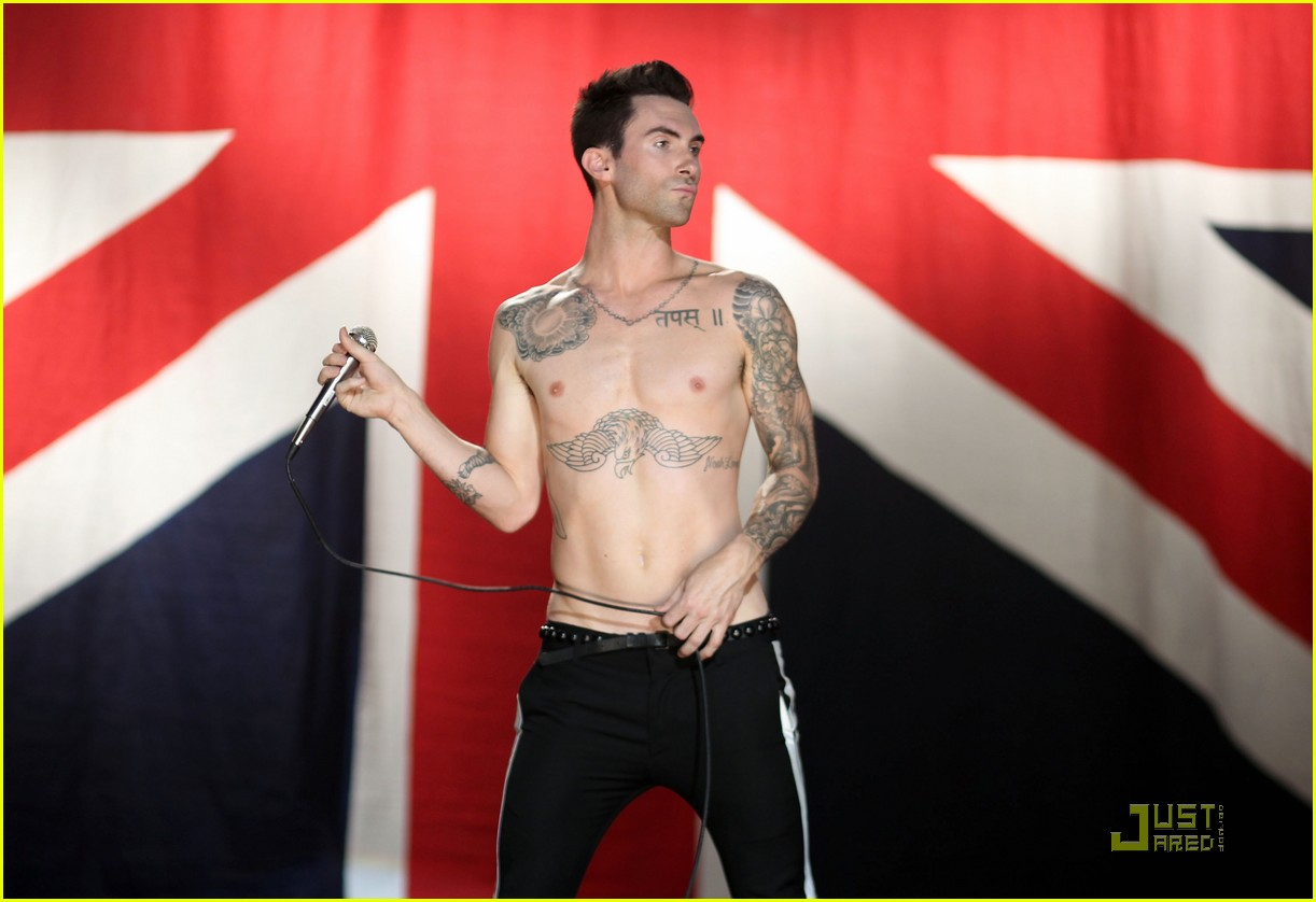 christina aguilera moves like jagger video shoot with adam levine 07